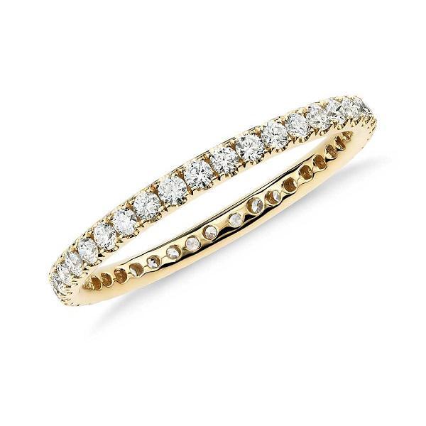 Золотое кольцо с дорожкой из фианитов  - d-vita.ru