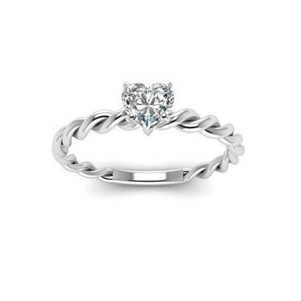 Помолвочное кольцо из белого золота с бриллиантом огранки